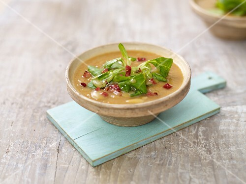 Potato soup with lamb's lettuce and bacon