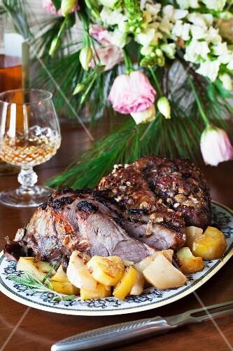Leg of lamb with a rosemary marinade and potatoes
