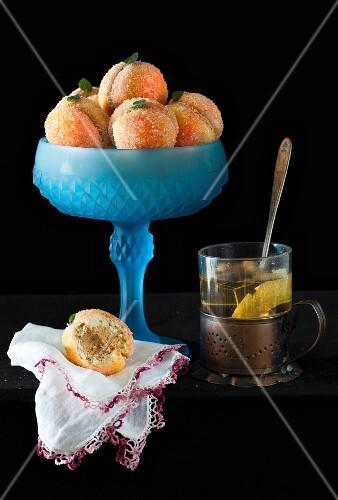 Pfirsichplätzchen, gefüllt mit Dulce de Leche Buttercreme