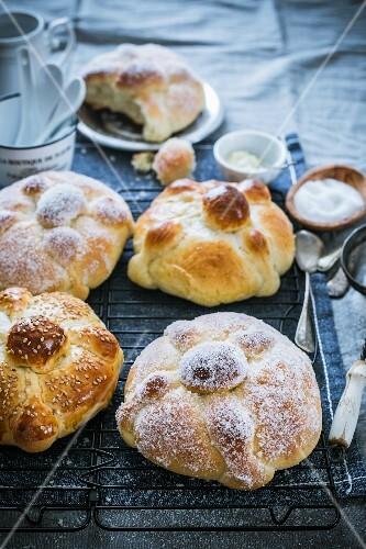 Pan de Muerto (Mexican bread)