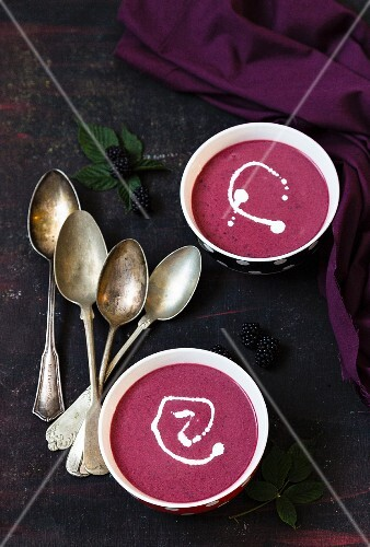 Blackberry soup with cream
