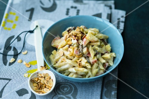 Sweet pasta with apples and raisins