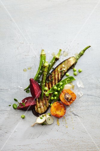 Grilled vegetables with peas (seen from above)