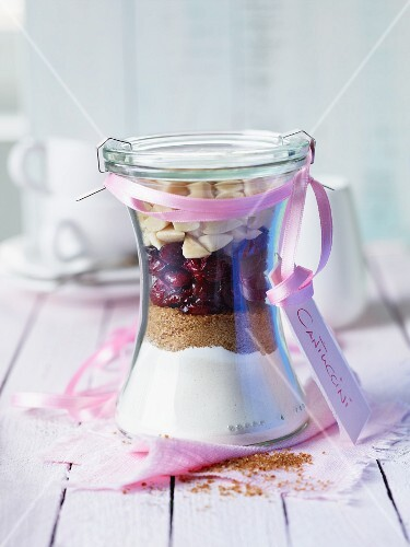 A baking mixture for cantuccini in a glass as a gift