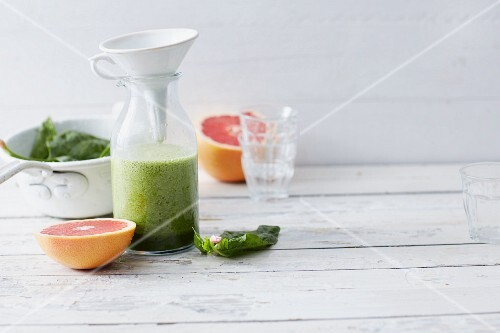 A spinach and grapefruit smoothie with ginger