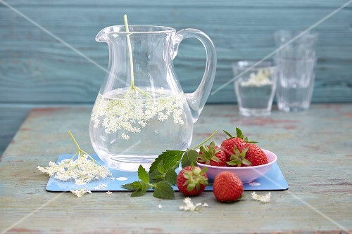 Fresh water with elderflowers