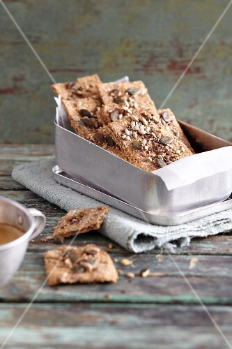 Crispy super crackers with mixed seeds