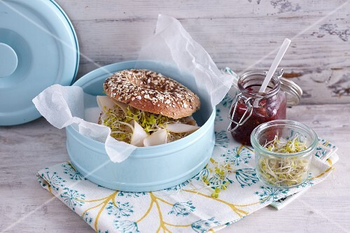 A chicken bagel with physalis chutney