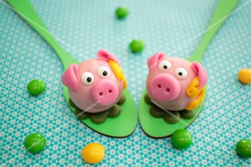 Pink marzipan pigs for New Year's Eve