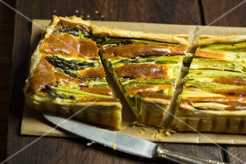 Asparagus tart with a puff pastry base
