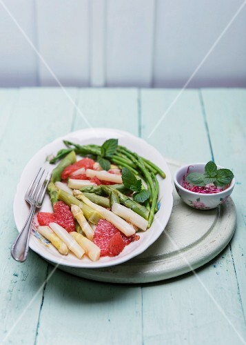 Asparagus salad with grapefruit, frish mint and beetroot sprouts