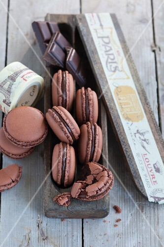 Light chocolate macaroons