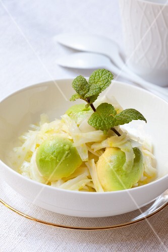Fennel and avocado salad