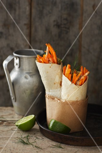 Carrot salad wraps with a cashew nut dressing
