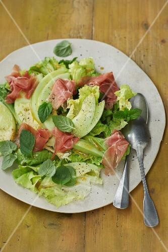 Chicory salad with Serrano ham and Galia melon