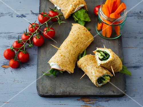 Sandwich rolls filled with turkey and rocket