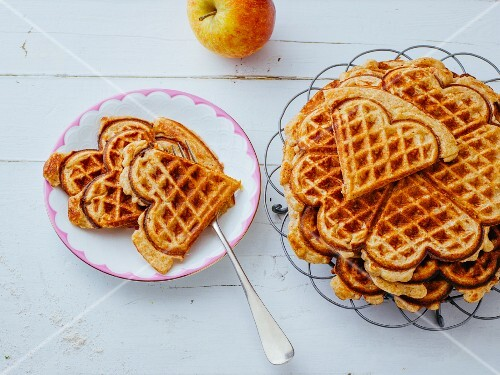 Apple waffles with ground nuts