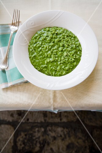 Risotto verde (stinging nettle and spinach risotto, Italy)