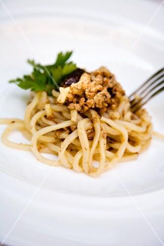 Pici al ragù di faraona e prugne (pasta with a guinea fowl sauce and plums, Italy)