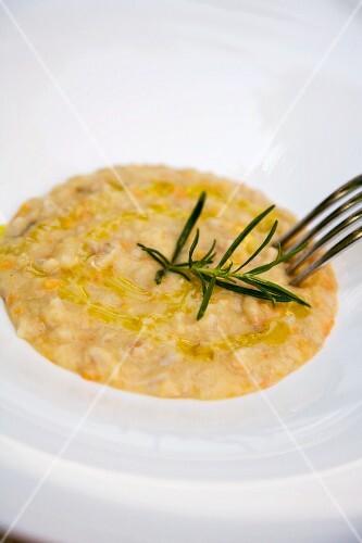 Zuppa di farro e fagioli (bean and spelt soup, Italy)