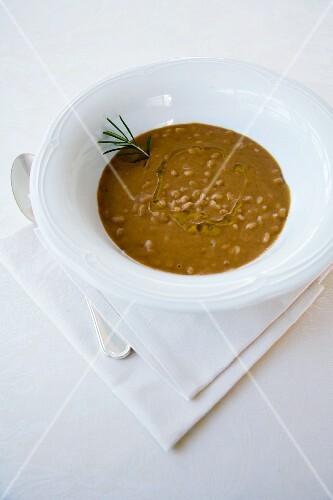 Zuppa di lenticchie e farro (creamy lentil soup with spelt, Italy)