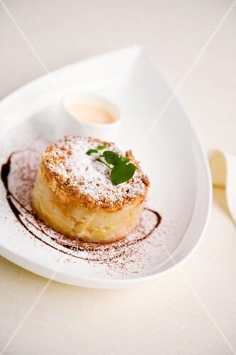 Tortino di mela con crema inglese al Calvados (apple cake with English cream and calvados, Italy)