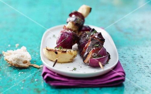 Turkey liver skewers with apples and onions