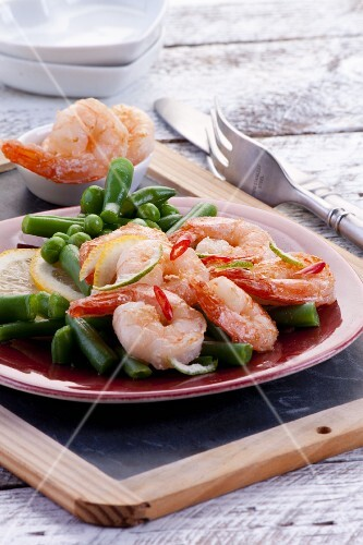 Fried prawns with beans and peas