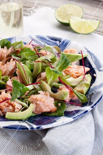Salmon salad with avocado, lamb's lettuce and beetroot sprouts