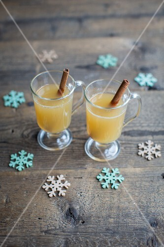 Hot apple and cinnamon punch for Christmas