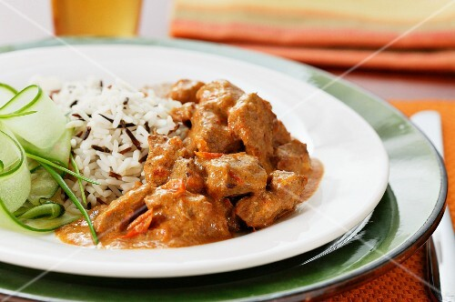 Veal ragout with rice and cucumber salad