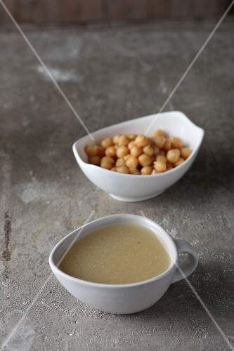 Chickpeas and draining water – basics for making vegan egg white substitute