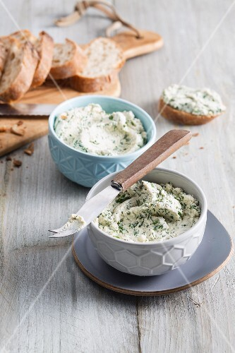 Vegan herb cream cheese