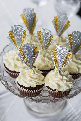 Cupcakes decorated with glittery Art Deco toppers