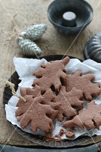 Gluten-free, leaf-shaped shortbread biscuits