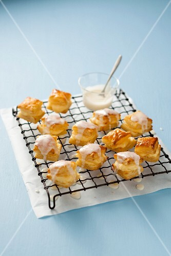 Tamboese (puff pastries with vanilla cream, South Africa)