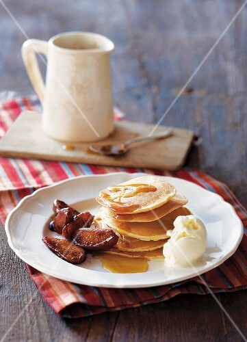 Mini pancakes with apples and vanilla ice cream