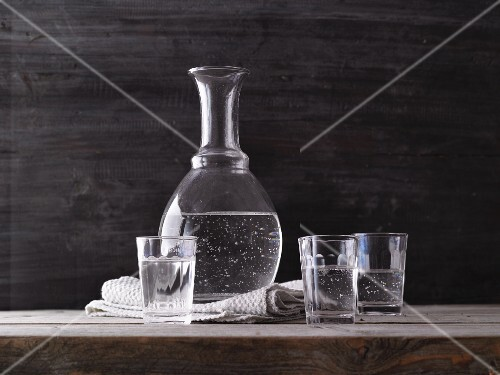 Water in a carafe and in drinking glasses