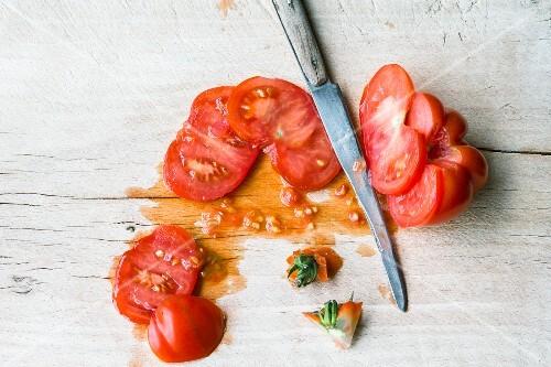 Sliced fresh tomatoes