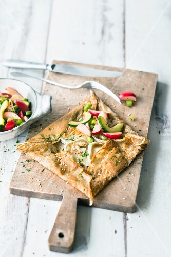 Buckweat and goat's cheese galettes with an oriental radish salad