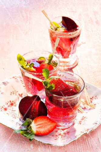 Detox drinks with strawberries and beetroot