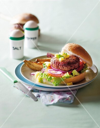Spicy burger with pineapple salsa