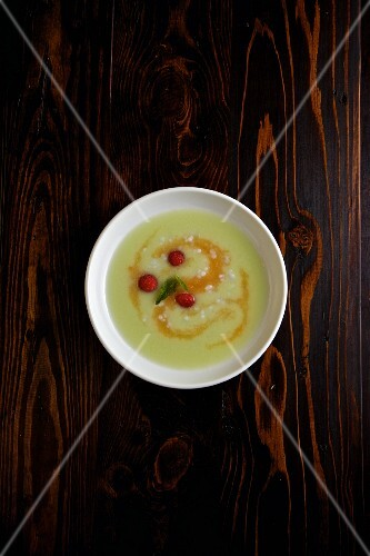 Cold melon soup with raspberries and tapioca pearls