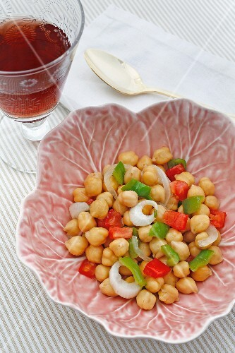 Chickpeas with peppers and curry powder