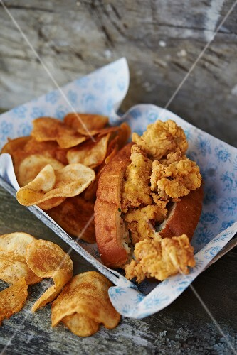 A clam roll with crisps