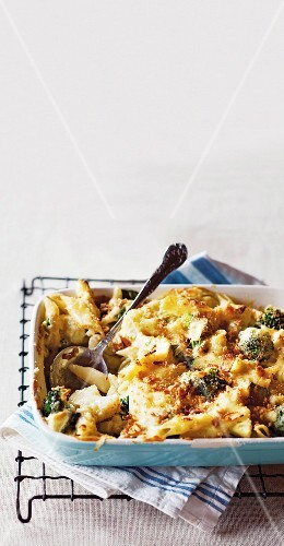 Pasta bake with spinach, broccoli and cauliflower