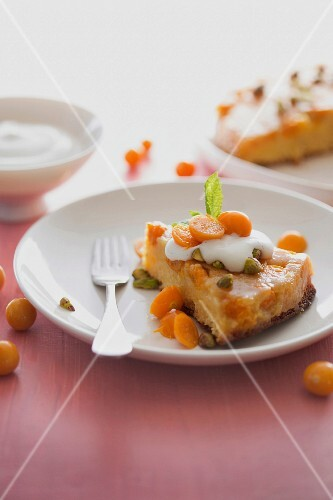 Physalis cake with pistachios