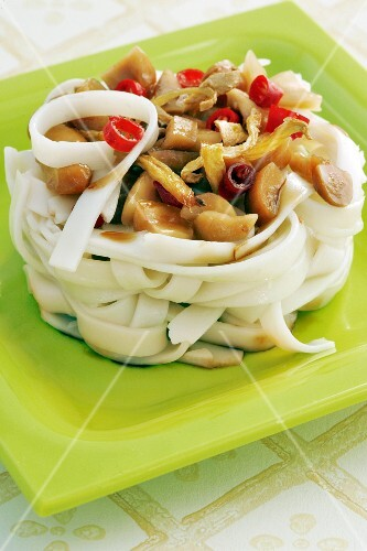 Rice noodle salad with ginger, chillis and peanuts