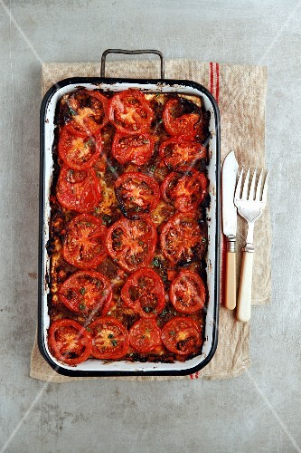 Lasagne with a minced meat sauce and tomatoes