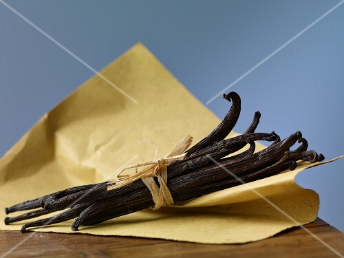 A bundle of vanilla pods on a piece of paper